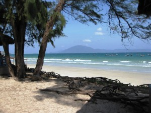 plage doc let nha trang vietnam guide 300x225 photo